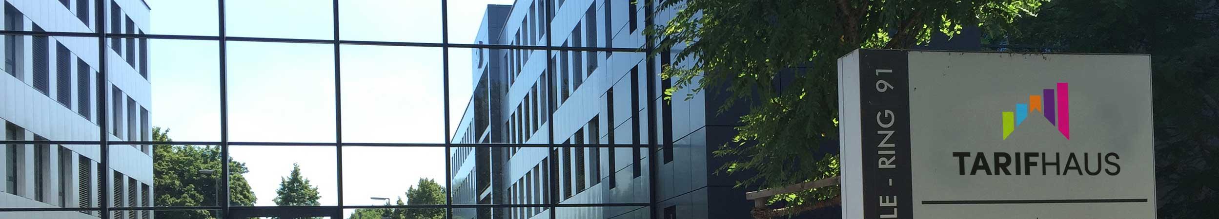 Zu sehen ist der Firmensitz der Tarifhaus Ag am Georg-Brauchle-Ring 91