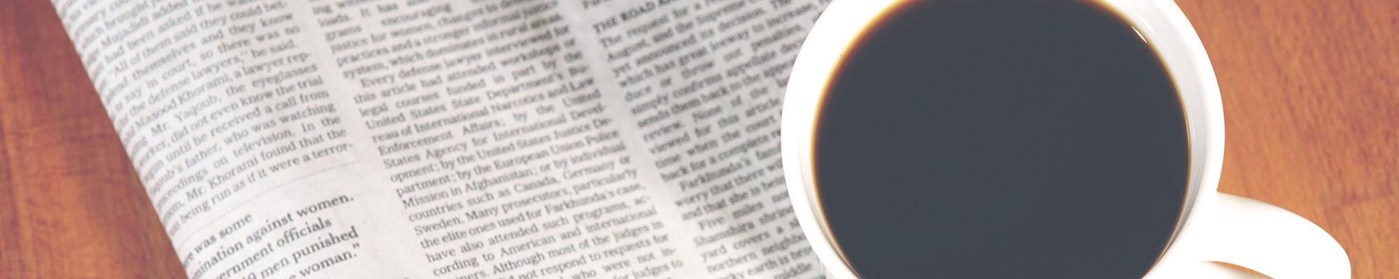 Zu sehen ist der Newsletter der Tarifhaus Ag als Zeitungsausdruck.